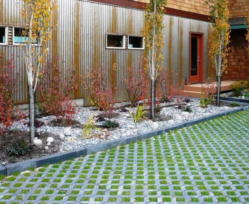 Permeable-pavers-concrete-in-the-landscape